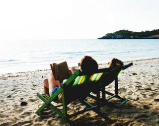 Books to read on the beach that'll inspire you for 2019